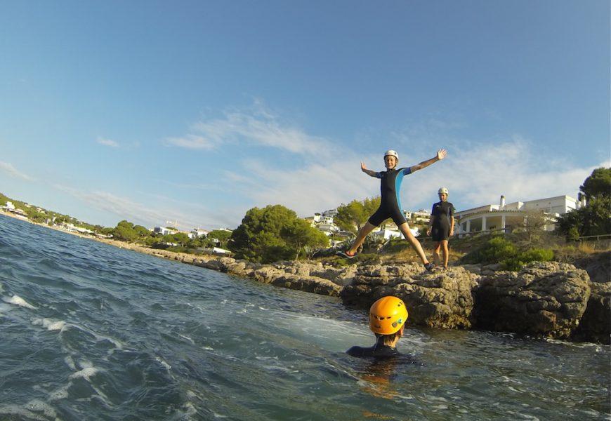 Coasteering: Equipos a prueba de mar