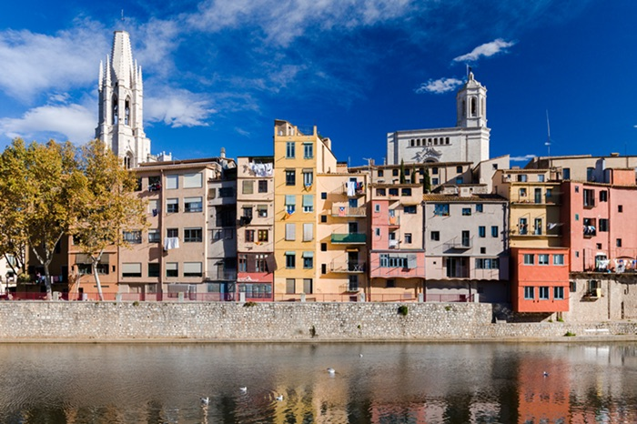 Discover Girona city and the medieval coast
